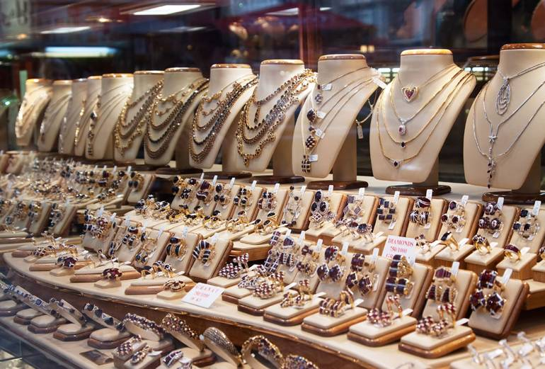 The Way to Pick the Jewelry from Jewelry Stores