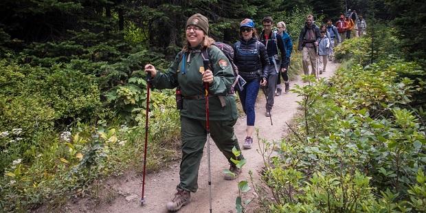 Global-Hiking-Industry.jpg