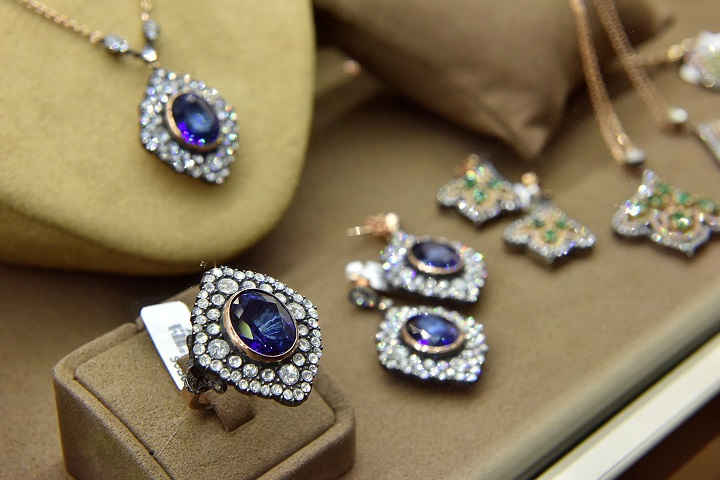 Global-Jewelry-and-Silverware-Market.jpg